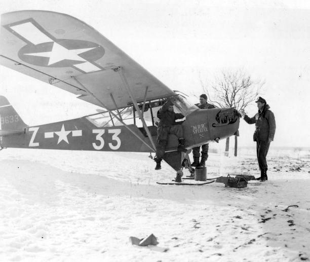 Piper l 4 with skis